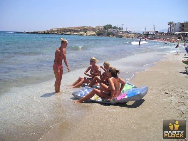 Пляжные девушки! (24 фото)