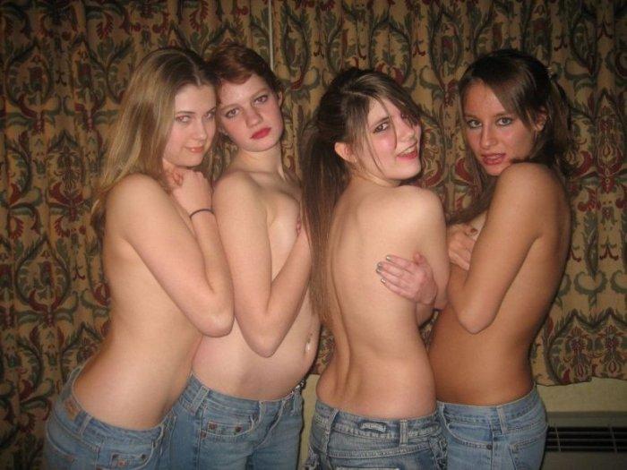 Любительские фотографии девушек (30 фото)