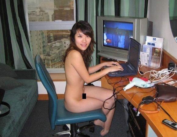 Девушка + компьютер (22 фото)