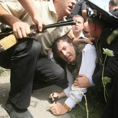 У Саакашвили уже поигрывает очко (8 фото)