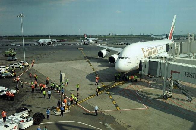 Самый большой самолет совершил первый полет в США (11 фото)