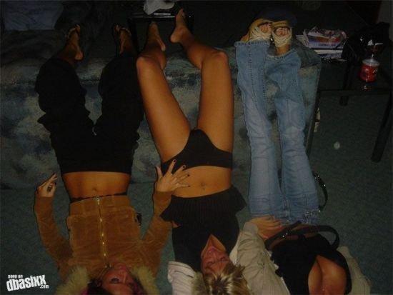 Отдыхающие девушки (51 фото)