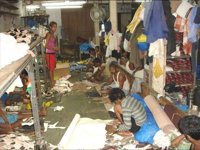 Как делают обувь в Индии (25 фото)
