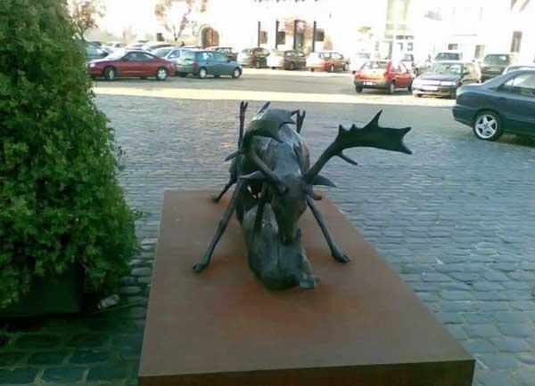 Необычный памятник в Бельгии (4 фото)