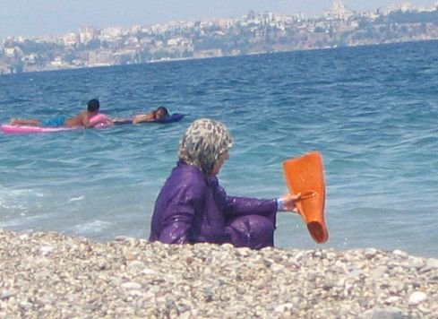 Как купаются арабские женщины (3 фото)