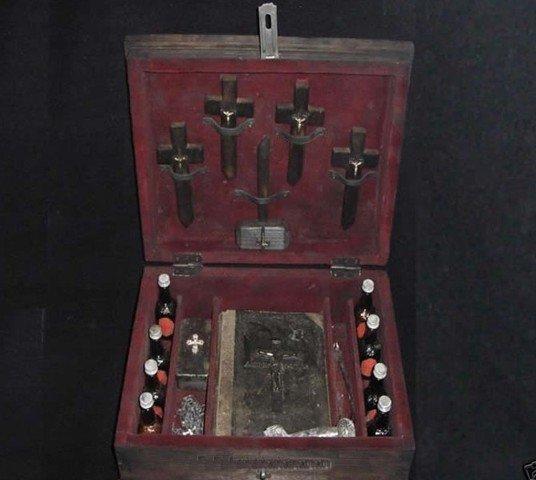 Сундук истребителя вампиров (6 фото)