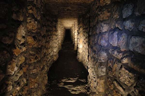Катакомбы мертвых под Парижем (15 фото)