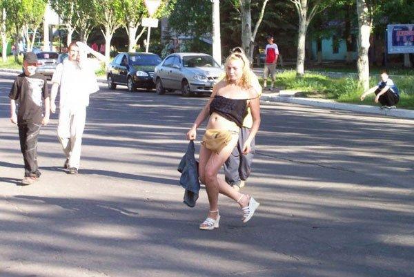 Бухая блондинка (2 фото)