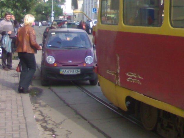 Девушка припарковалась (9 фото)