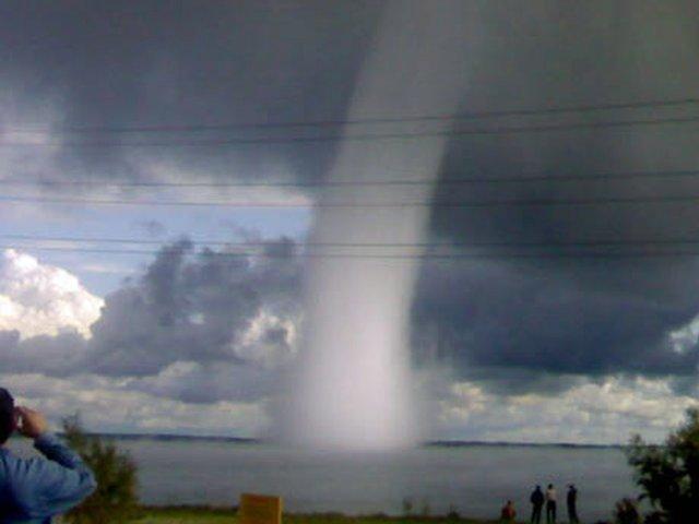 Торнадо бывает и в России (6 фото)