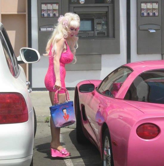 Блондинка на пенсии (8 фото)