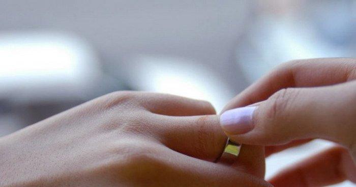 Обручальное кольцо для мазохистов (5 фото)