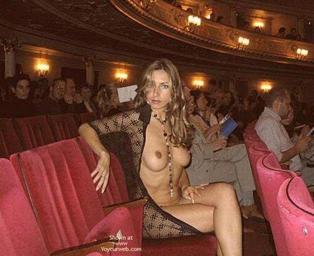 Как правильно ходить в театр (4 фото)