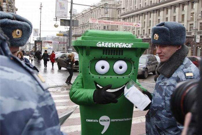 Арест мусорного бака (7 фото)