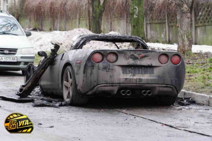В Киеве сгорел Корвет (19 фото)