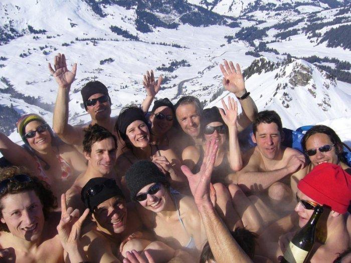 Джакузи-вечеринка в горах (23 фото)