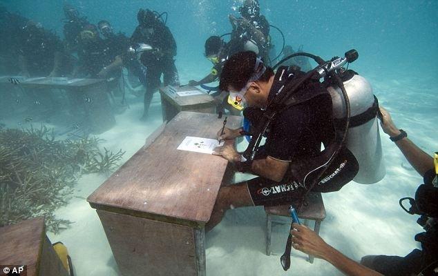 Заседание под водой (5 фото)