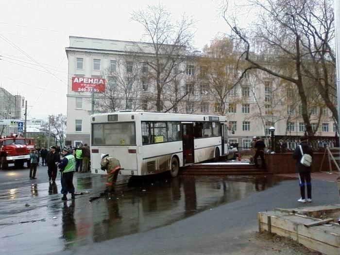 Автобус без тормозов (27 фото + видео)