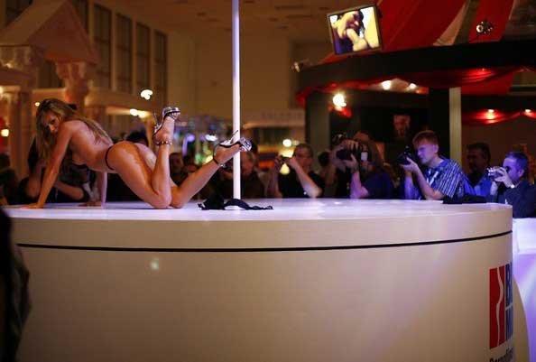 Эротическая ярмарка в Берлине (16 фото)