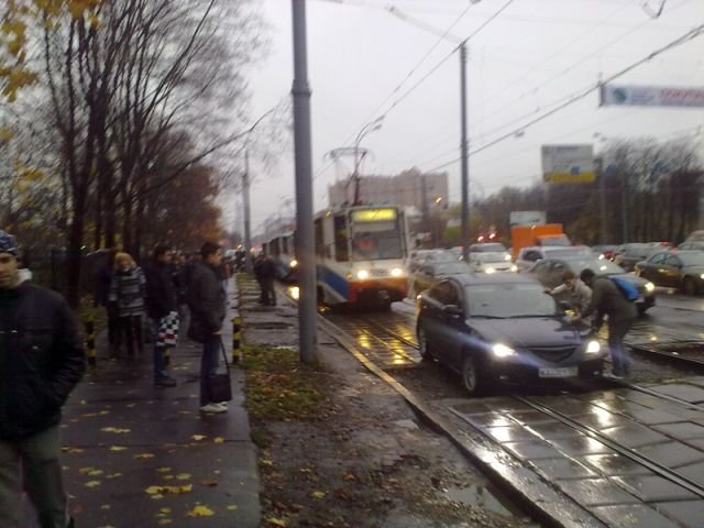 Почему опаздывают трамваи (4 фото)
