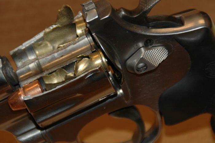 Бракованный пистолет (4 фото)