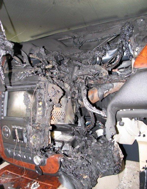 Неудачная зарядка мобилы (5 фото)