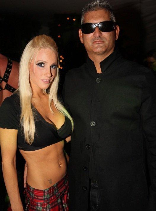 Хеллоуин-вечеринка в замке Playboy (59 фото)