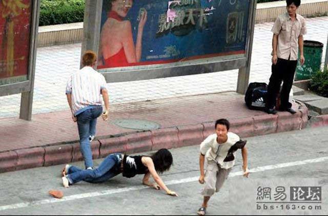 Как воруют мобильники в Китае (5 фото)