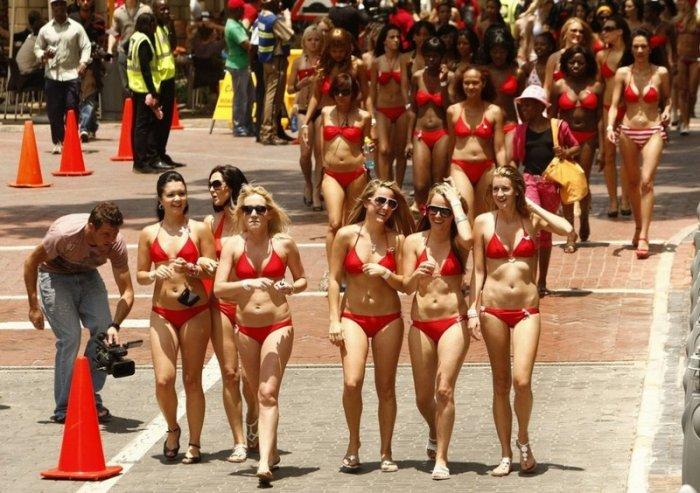 Парад купальников (9 фото)