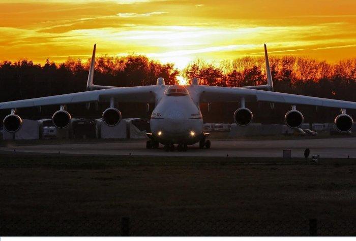 Огромный Ан-225 (7 фото)