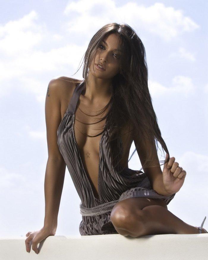 ����������� ������� Cristina Buccino (20 ����)