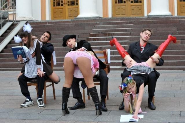 Отшлепывание возле министерства образования (17 фото + текст)