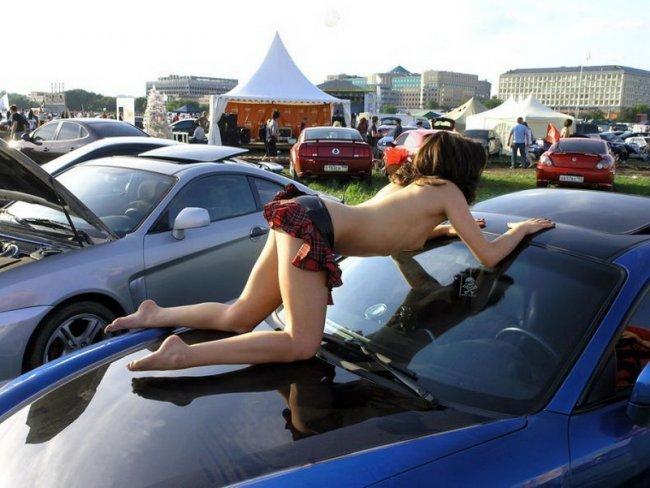 Девушки на автошоу (29 фото)