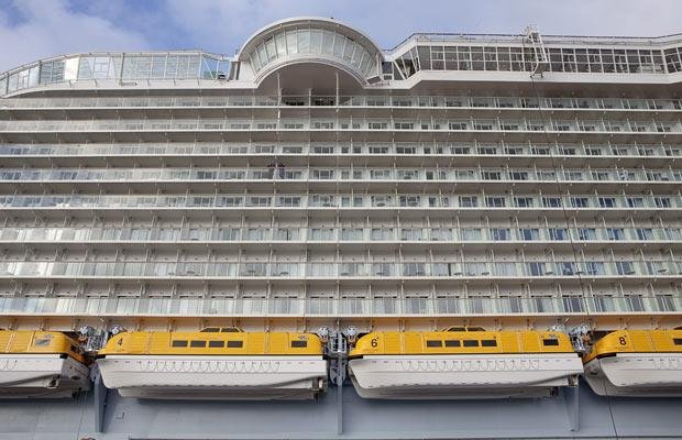 Самый большой круизный лайнер (34 фото)