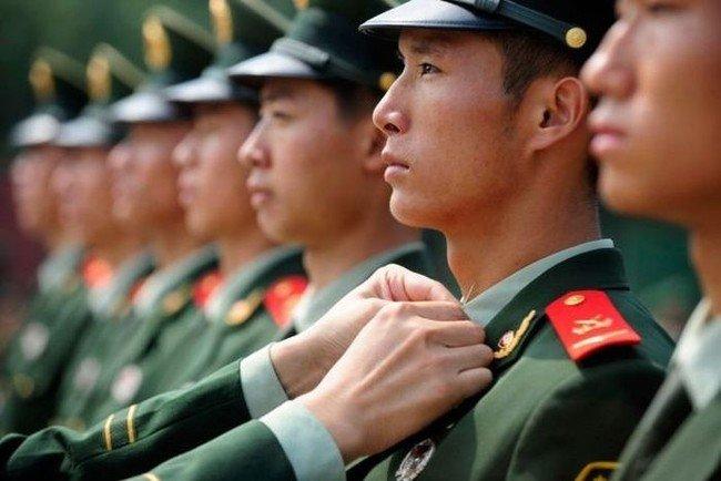 Правила в китайской армии (4 фото)