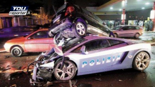 Полицейская Ламборгини попала в аварию (16 фото)