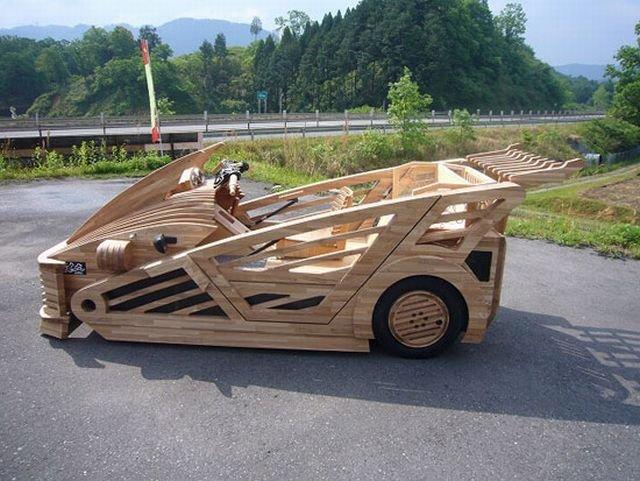 Деревянный спорткар (13 фото)