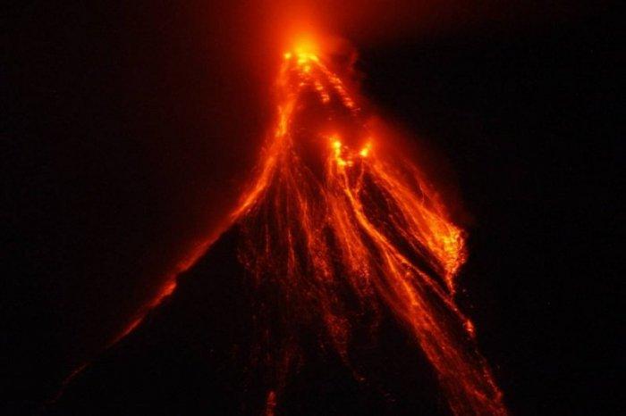 Извержение вулкана на Филиппинах (7 фото)