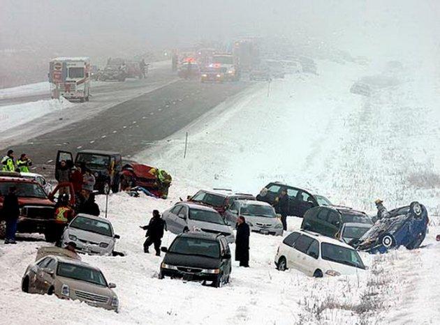 Последствия снегопада (3 фото)