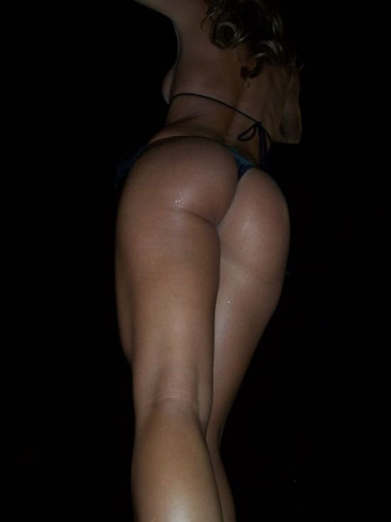 Девушки в бикини (106 фото)