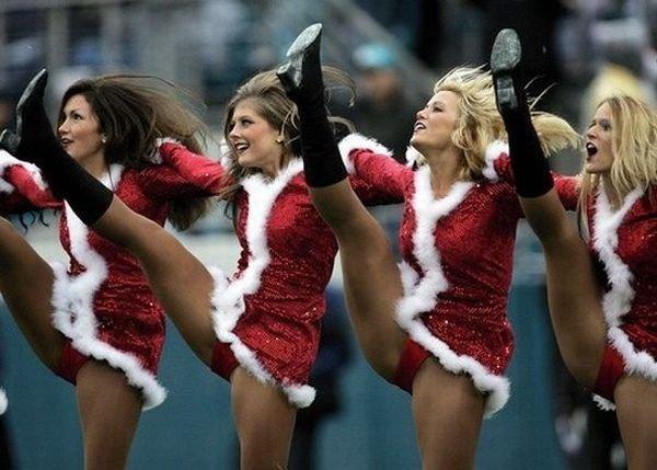 Рождественские и новогодние девушки (183 фото)