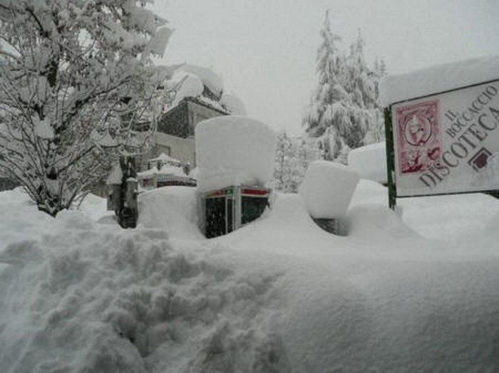 Италию завалило снегом (9 фото)