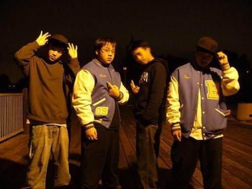 Виртуальные гангстеры (17 фото)