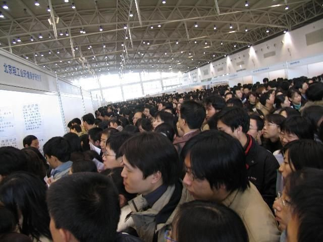 Очередь на биржу труда в Китае (9 фото)