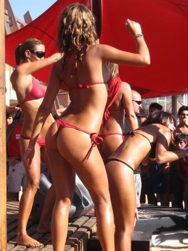 Девушки в бикини (83 фото)