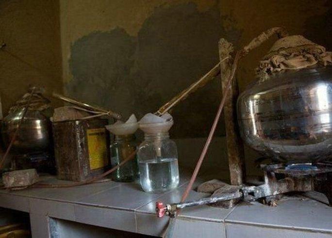Как делают самогон в Индии (6 фото)