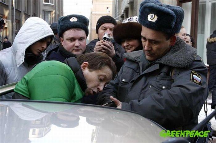 Мусорный бак вновь арестован (12 фото)