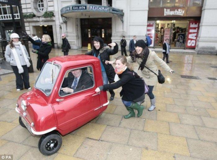 Самая маленькая машина в мире (3 фото)