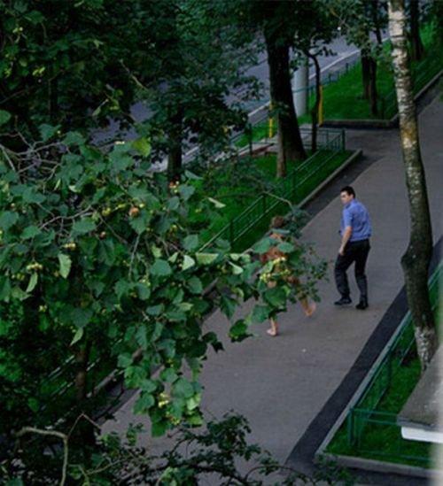 Парень соблазняет милиционера (3 фото)
