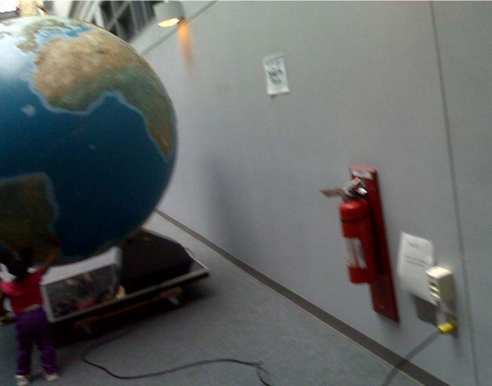 Выключите Землю! (2 фото)